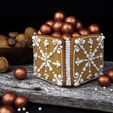 Ingen jul uten pepperkaker og helst også noen uker før jul. En hyggelig førjulsaktivitet er å samle familie og venner til pepperkakebaking.