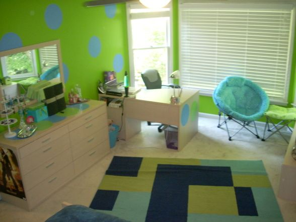 mady wants a lime green roomthis one is kind of cute - Blue And Green Bedroom Decorating Ideas