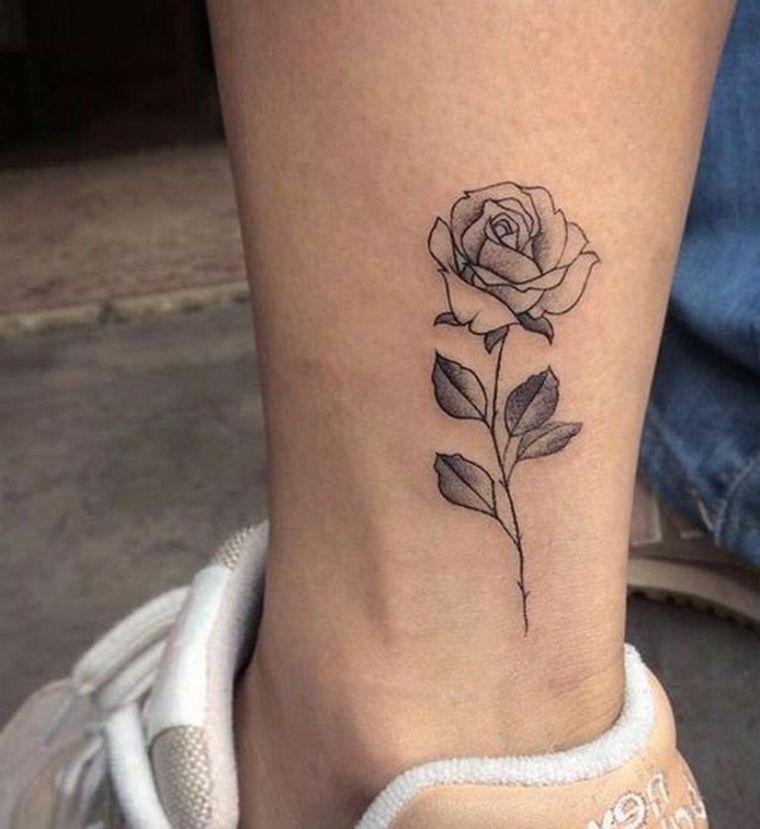 idea per un tattoo sulla caviglia per una ragazza, tatuaggio rosa piccola  con gambo e foglie