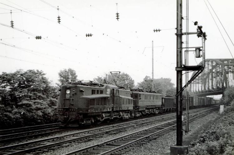 A WB freight on the Mainline passing under the P&T