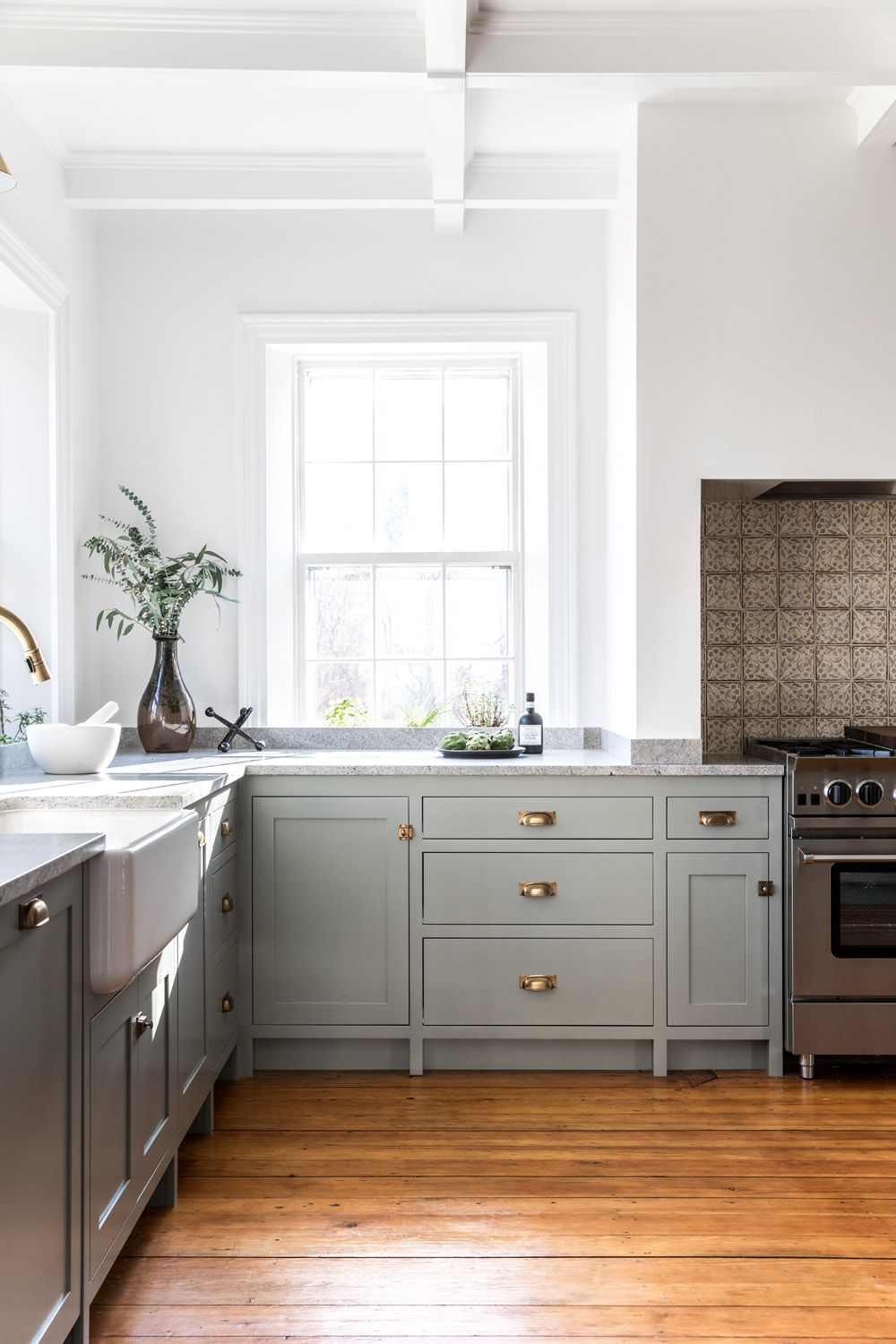 A Shaker Style Kitchen For A 30 Something Couple In Maine Rue Kitchen Decor Modern Shaker Style Kitchens Kitchen Inspirations