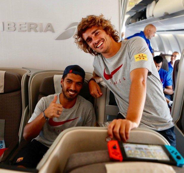 Sin Messi, Griezmann es el nuevo compañero de mate de Suárez - Futebol, Homens bonitos, Homens