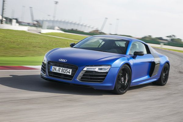 The 2014 R8 V 10 Plus Will Be The Fastest Version Of This Supercar Yet Audi Says It Will Do 0 60 Mph In 3 3 Seconds T Audi R8 Spyder Audi R8 Audi R8 V10 Plus