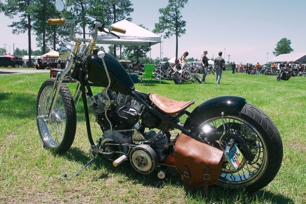 Jeff Cochran of SPEEDKING U.S.A. built this gorgeously traditional H-D Shovel as his personal company car.