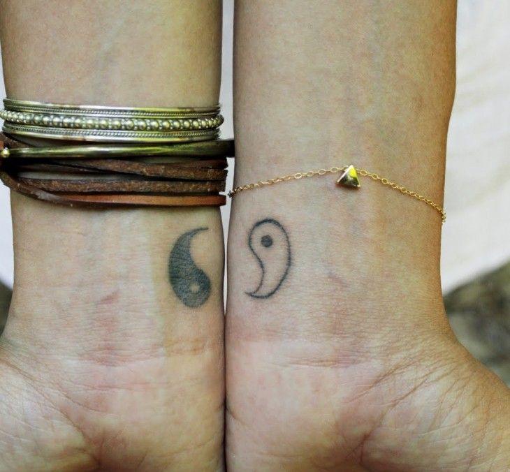 Yin und Yang Symbol getrennt am Handgelenk