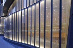 Have a look to this contemporary Architecture Inspiration | www.delightfull.eu #delightfull #architectureinspiration #uniquelamps #interiodesign #designproject #modernlamps #modernarchitectureinterior #euroluce2017