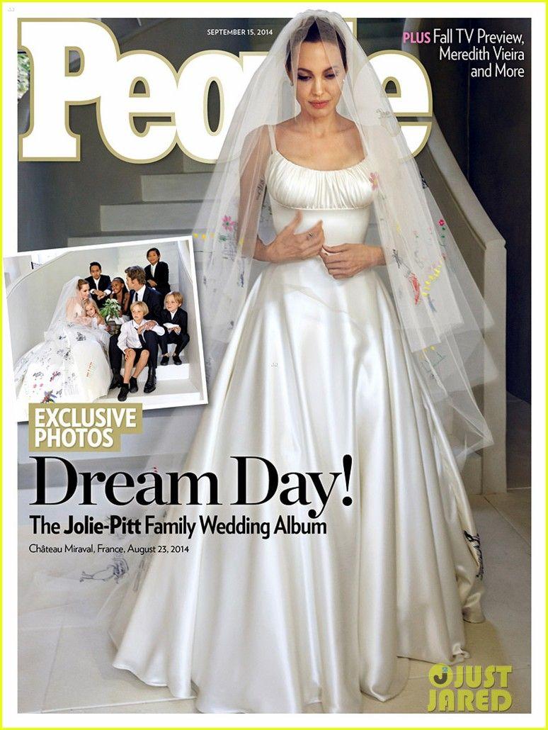 Angelina Jolie Brad Pitt S Wedding Photos See Her Dress Angelina Jolie Wedding Celebrity Wedding Dresses Versace Wedding Dress