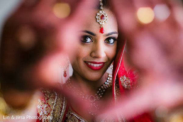 Wedding Day Photography Poses For Indian Brides Couples Let Us Publish Indian Wedding Photography Poses Bride Photography Poses Bridal Photography Poses