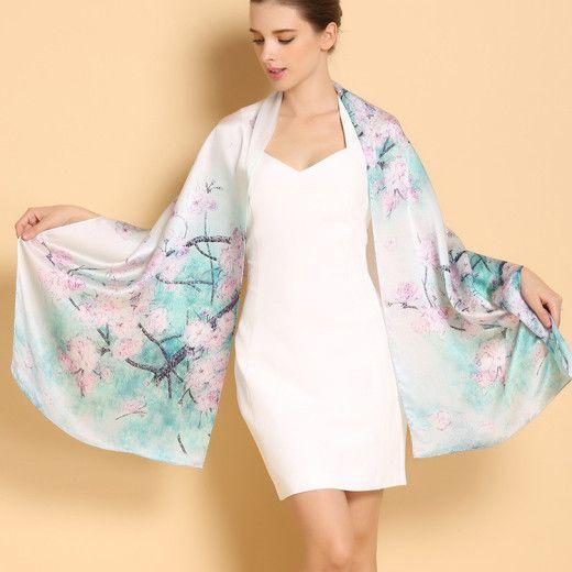 Vkusný a elegantný dámsky hodvábny šál v tyrkysovej farbe s ružovými kvetmi (kópia)