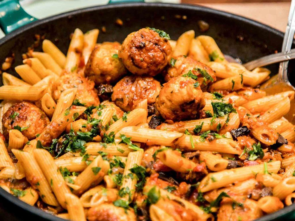 Pasta corta con ragout de pollo y hongos recetas de for Ideas para cocinar pasta