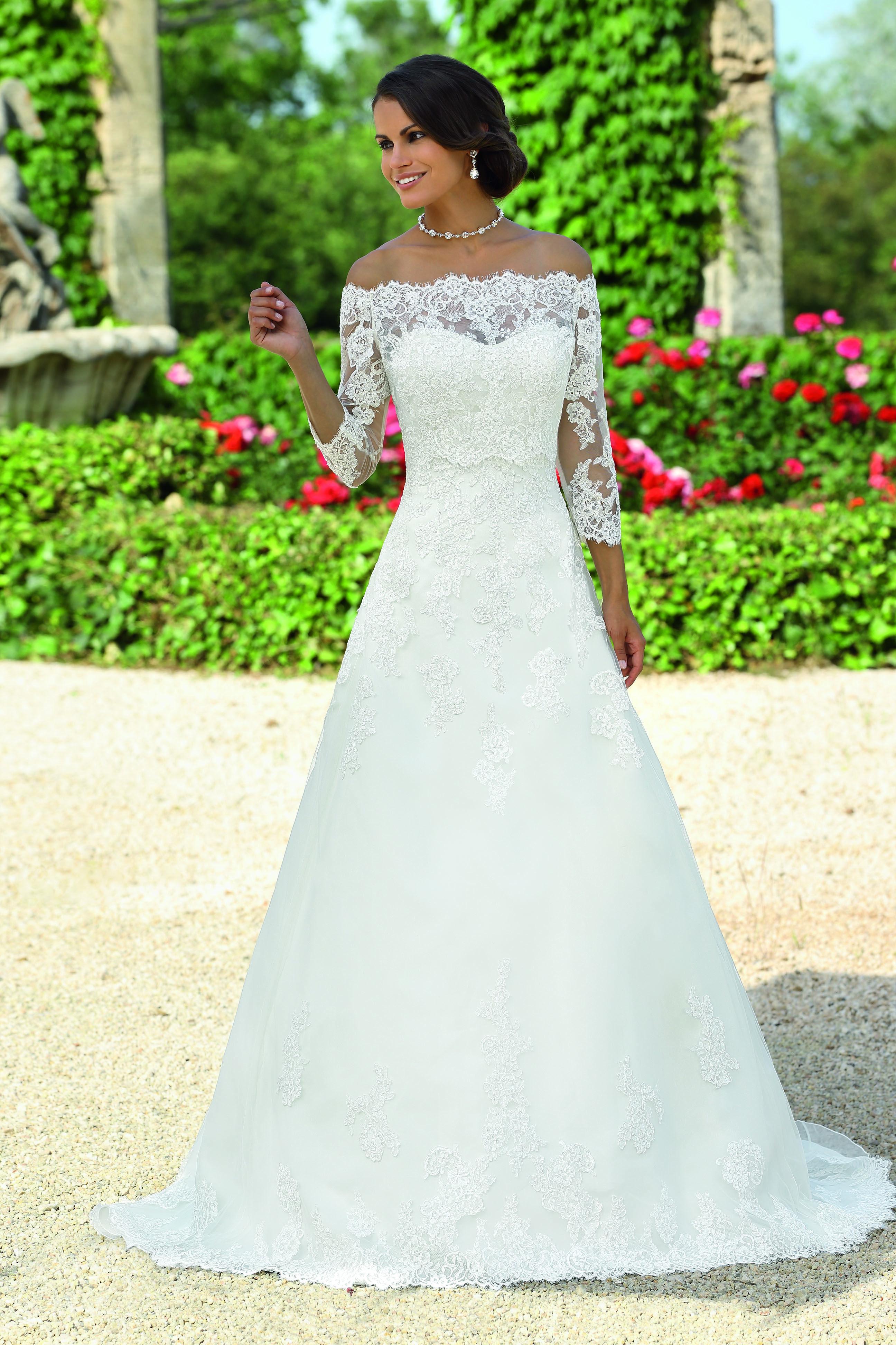 Pin by Marion on Brautkleider | Pinterest | Wedding dress, Weddings ...
