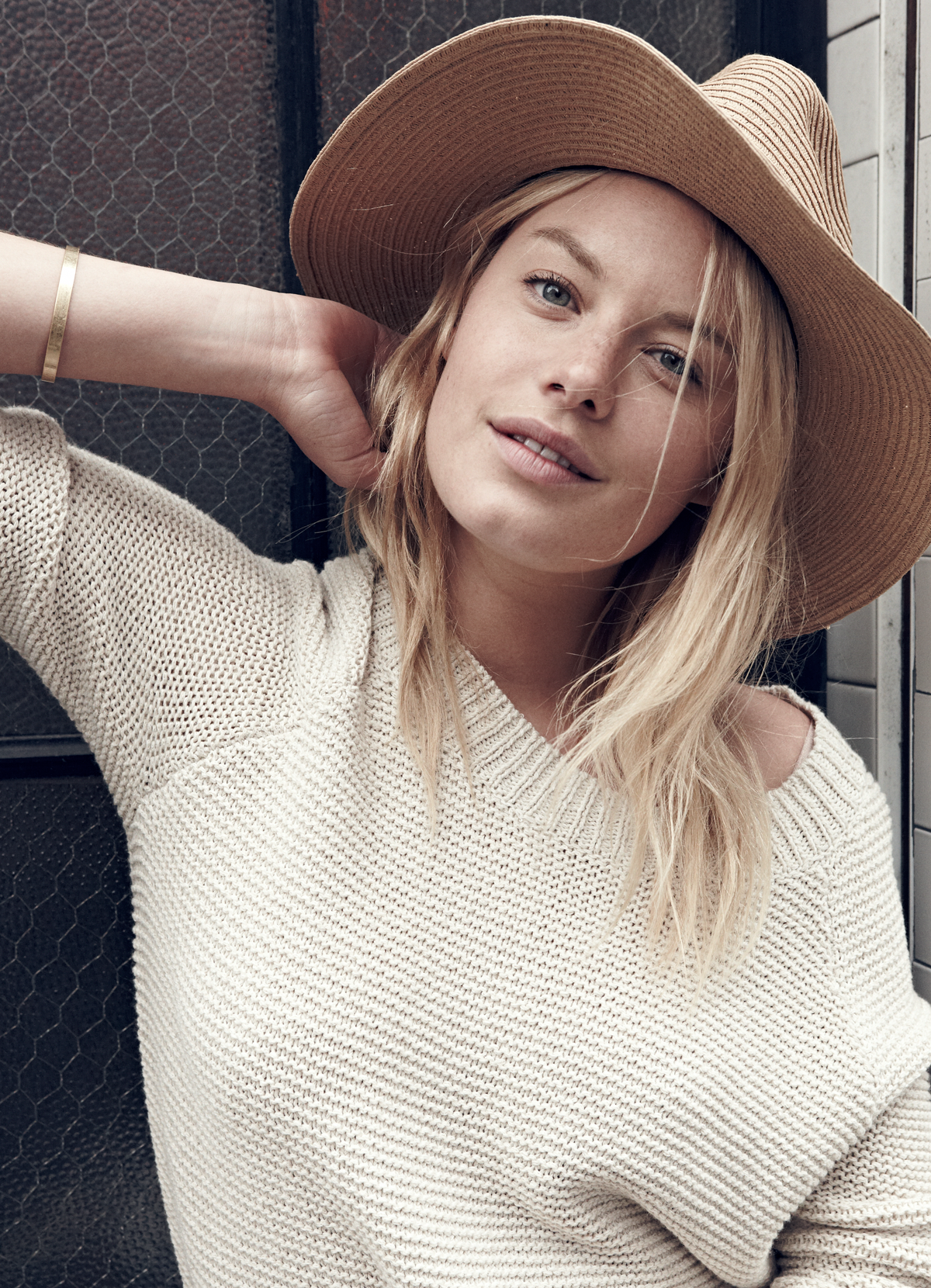 madewell et sézane, july 2015: french-american muse camille rowe wearing the pullover sweater + madewell straw mesa hat. #madewellxsezane