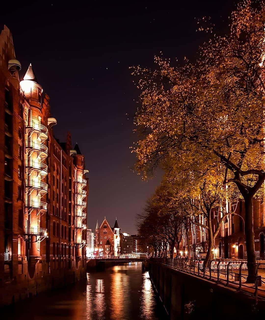 Die Speicherstadt Bei Nacht Hamburg Hamburg Germany Beautiful Places Germany
