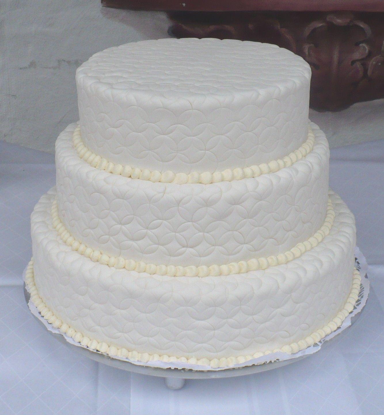 Sehr Schlichte Hochzeitstorte In Weiss Simple And Pure White
