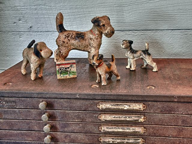 cast iron antique dog collectibles displayed in our mudroom - Living Vintage