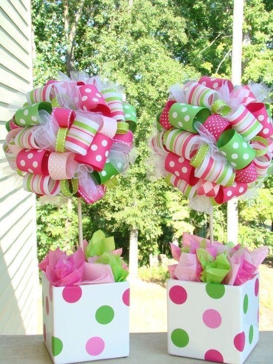 Ribbon centerpieces- Pin ribbon loops to styrofoam ball. Use empty milk cartons for base, covered with matching gift wrap paper. Stuff with tissue paper/ idea de centro de mesa. Las cajas se pueden hacer. Una de mis ideas favoritas