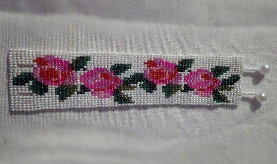 White Pearl-Shine Bracelet with Roses von ParChevalier auf Etsy