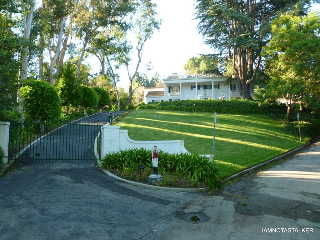 The Mommie Dearest House Iamnotastalker Celebrity Houses Real Haunted Houses Hollywood Mansion