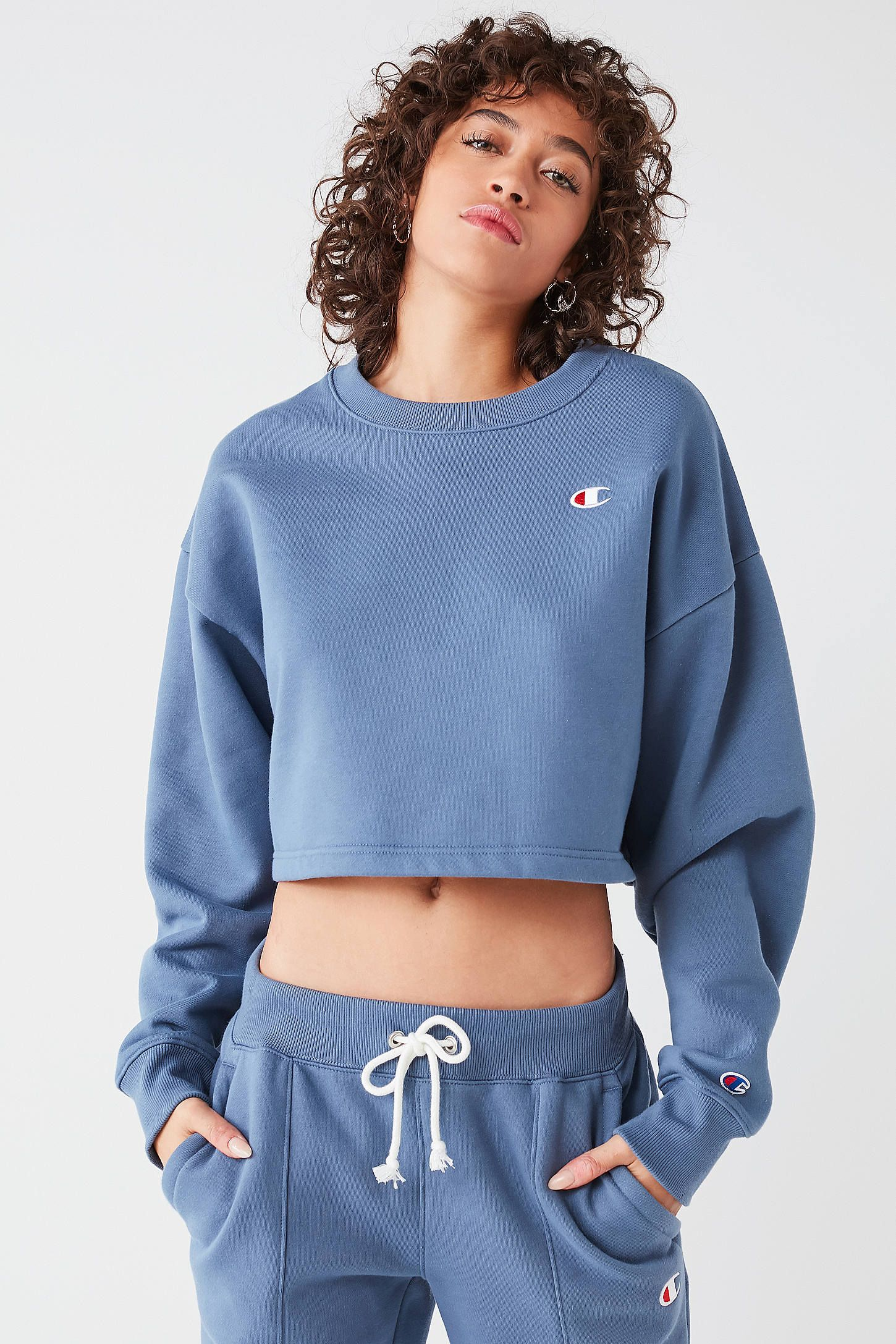 Slide View 6 Champion Uo Cropped Crew Neck Sweatshirt Crew Neck Sweatshirt Sweatshirts Fashion [ 2175 x 1450 Pixel ]