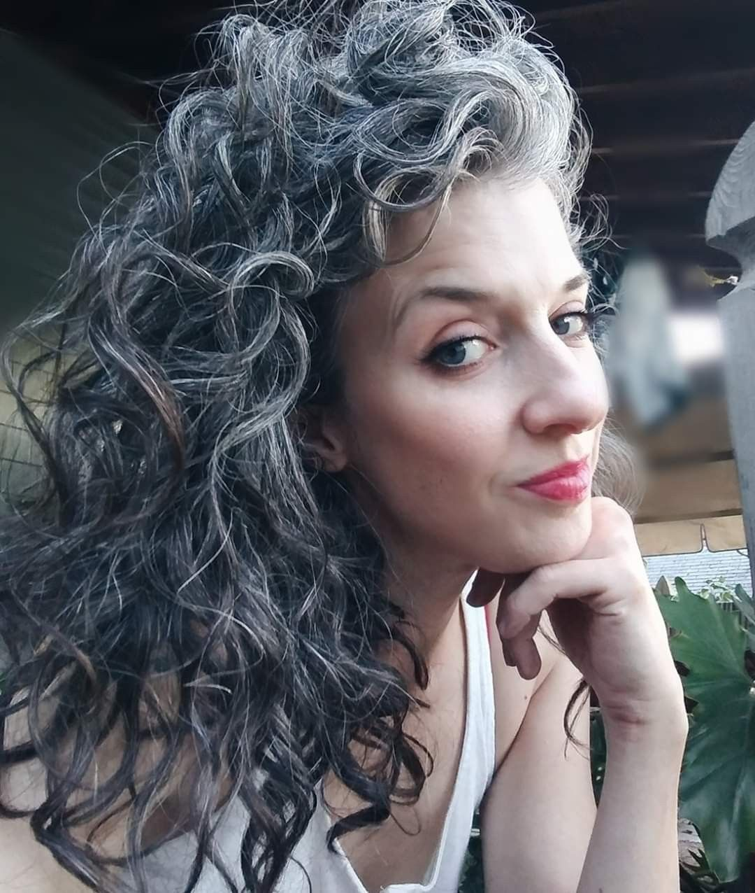 Pin By Maria On Gray Hair In 2020 Transition To Gray Hair Grey Curly Hair Long Gray Hair