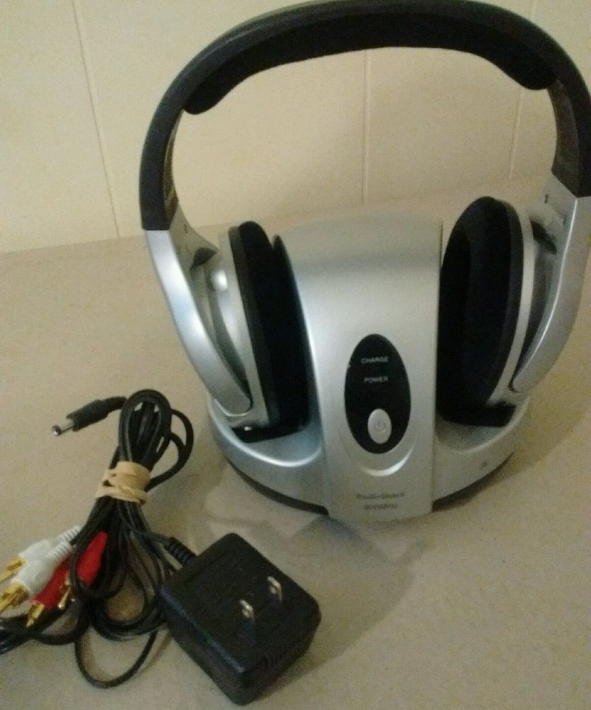 RADIO SHACK 33 1197 900MHZ RECHARGEABLE ANALOG WIRELESS STEREO HEADPHONE SYSTEM RadioShack