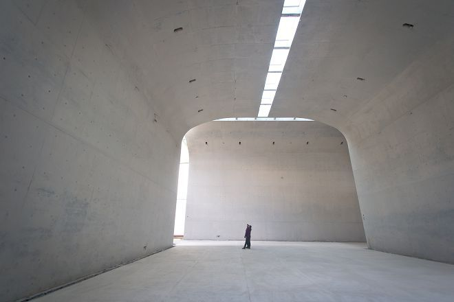 Archatlas Long Museum West Bund Atelier Deshaus The New Design Adopts The Cantilever Structure Featu Museum Lighting Light Architecture Concrete Interiors
