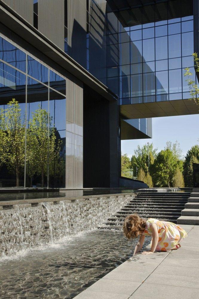 Gallery Of University Of Oregon Hatfield Dowlin Complex Zgf Architects 34 Landscape Architecture Design Landscape Architecture Oregon Landscape
