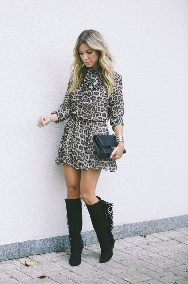 c87e96a65 Nati Vozza do Blog de Moda Glam4You usa vestido animal print e bota de  franjas em seu look.