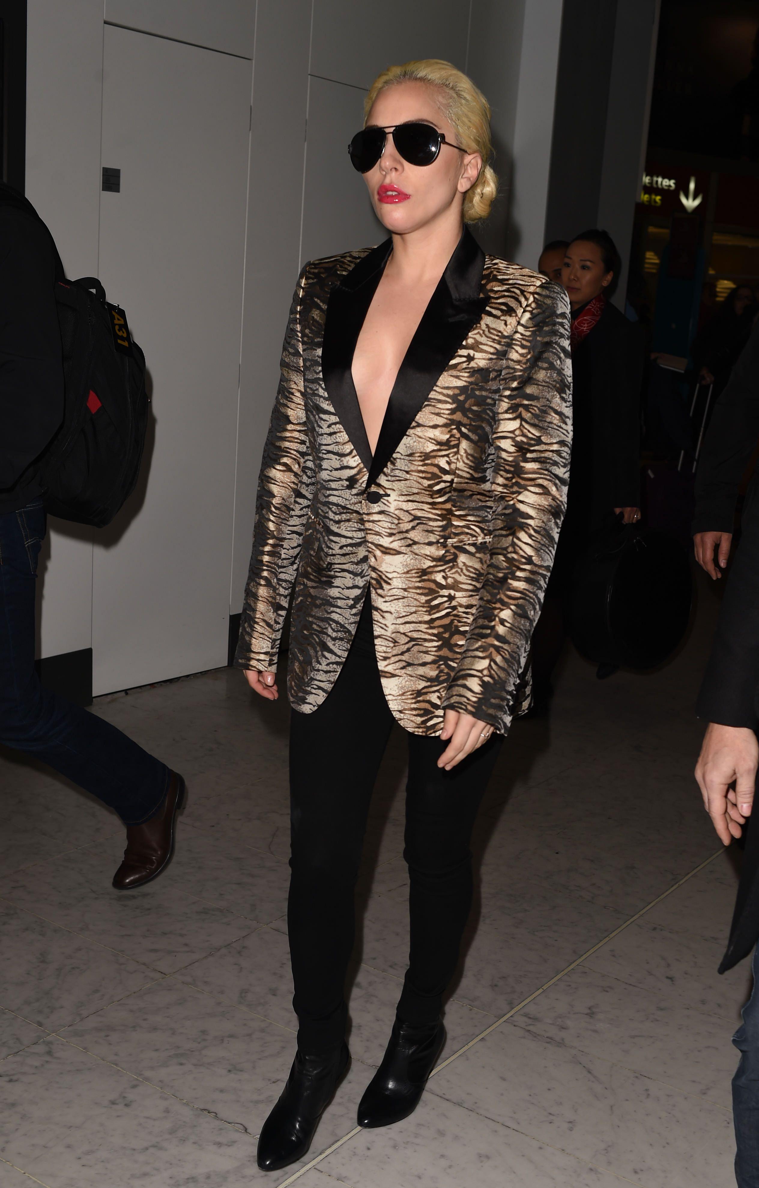 GaGa arriving in Paris, France (Nov. 27 2016)