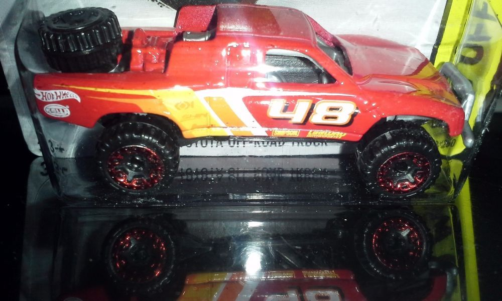 HOT WHEELS 2015 OFFROAD TOYOTA OFFROAD TRUCK (RED)
