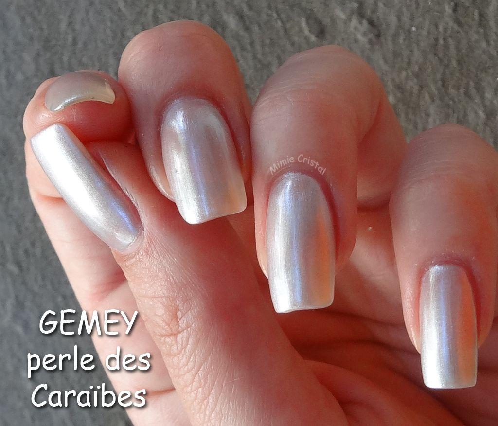 non aux ongles trop longs, carrés, arrondies ou même pointus et de plus  blanc