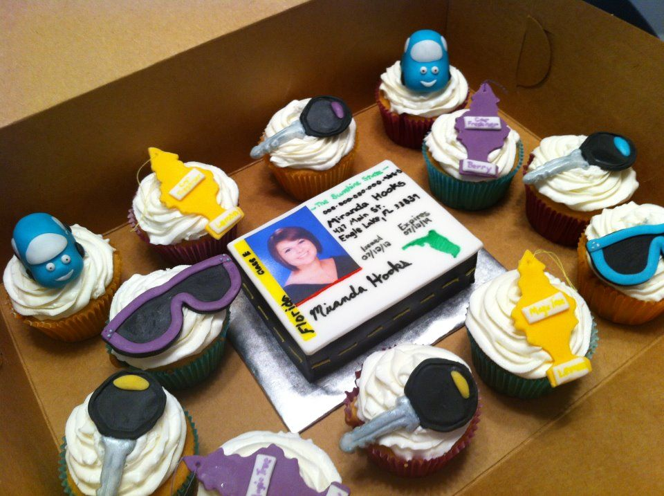 A Drivers License Themed Cake With Matching Cupcakes With Images