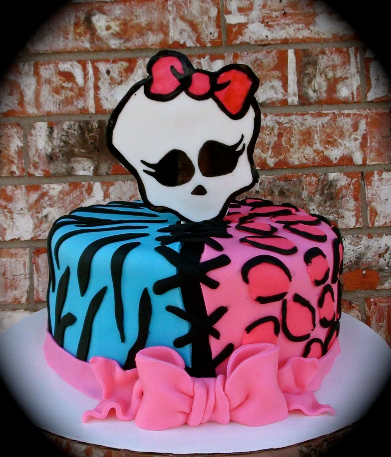 Super Girls Monster High Birthday Cake Monster High Cake Birthday Funny Birthday Cards Online Alyptdamsfinfo