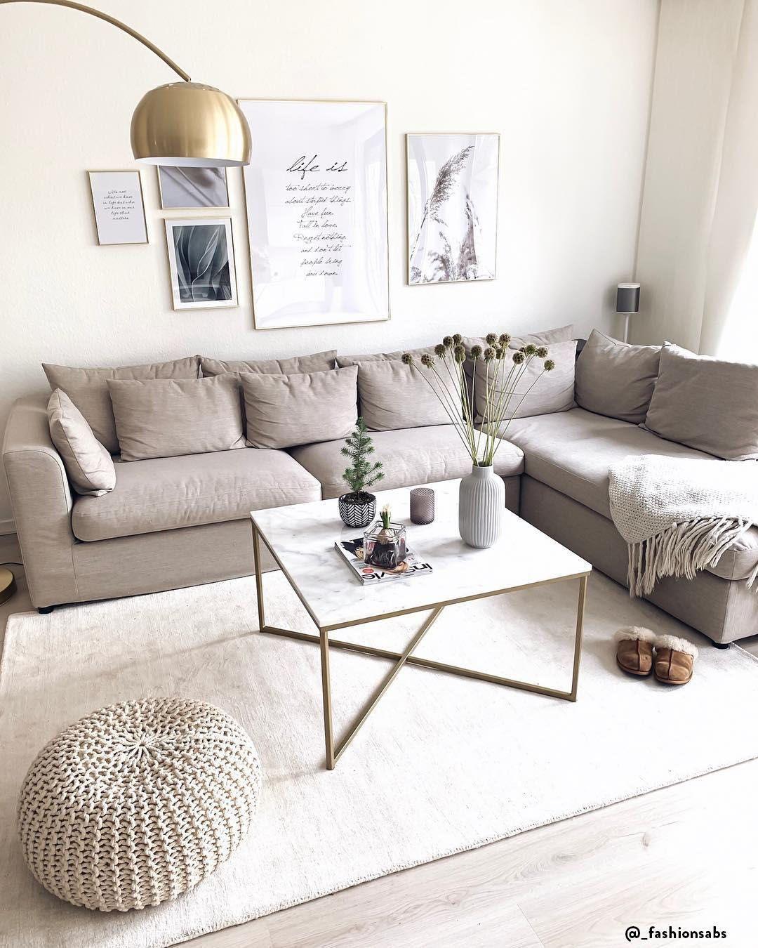 Divano Angolare Piccole Dimensioni divano al centro della stanza