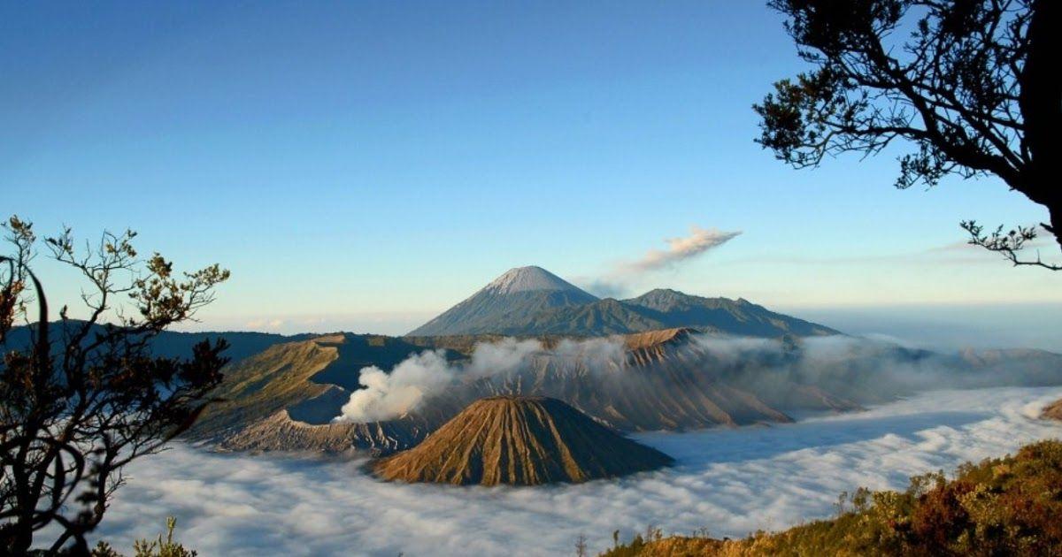 Pemandangan Indah Gunung Bromo Pemandangan Gunung Bromo Yang Eksotis Selalu Membuat Rindu Para 10 Gambar Gunung Bromo Terletak D Di 2020 Pemandangan Pegunungan Danau
