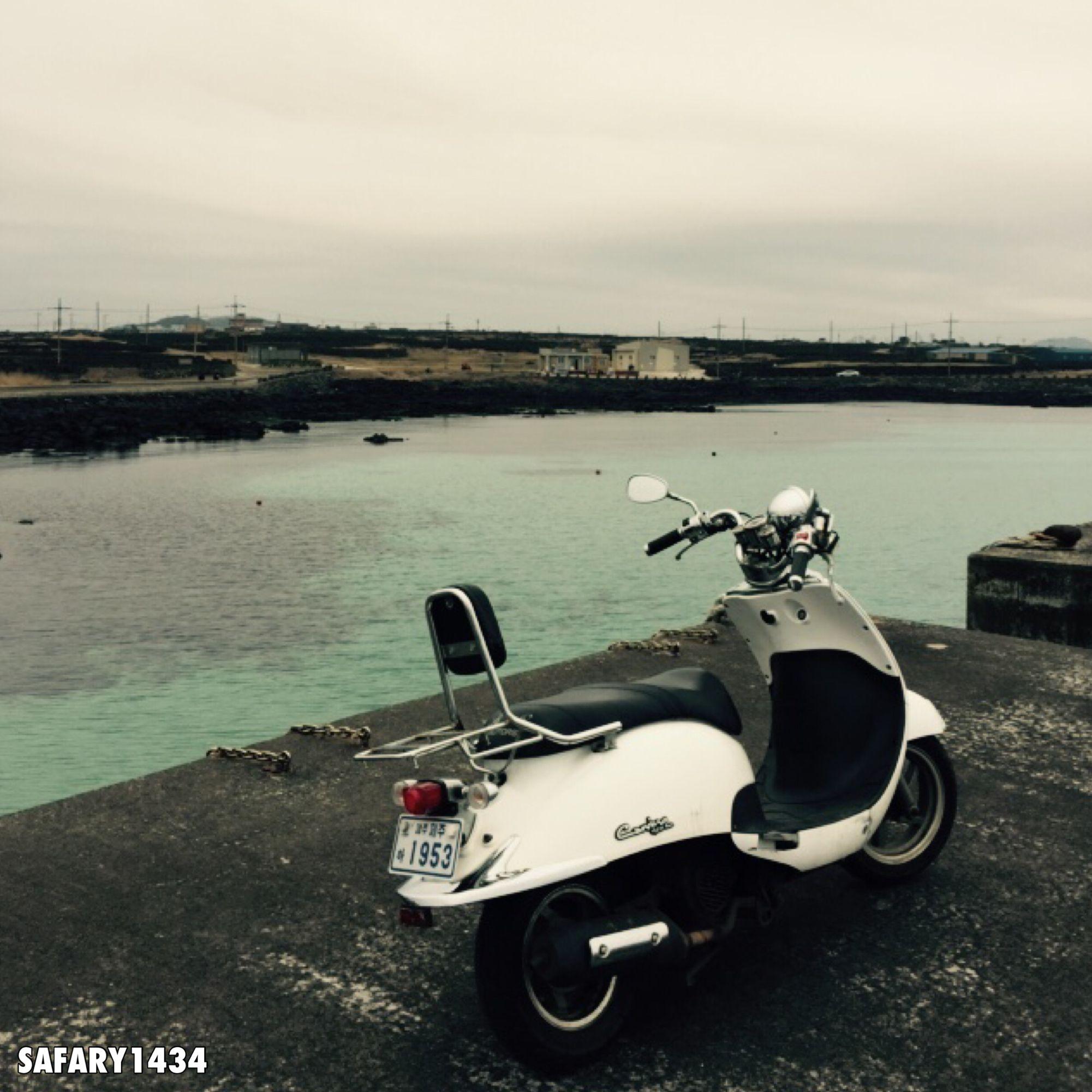 تصويري للدراجه الناريه التي يمكنك استئجارهافي جزيره دي يو القريبه من جزيره جيجيوا في كوريا Moped Vehicles Motorcycle