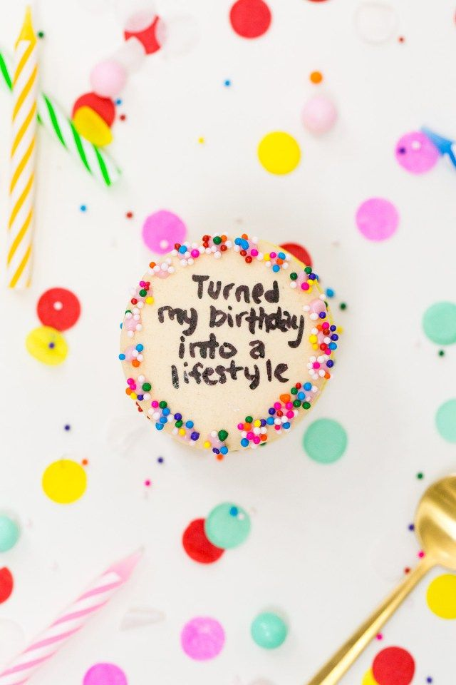 Lyric cumpleaños feliz lyrics : Drake on Cake Inspired Birthday Cake Macarons | Solo yo ...