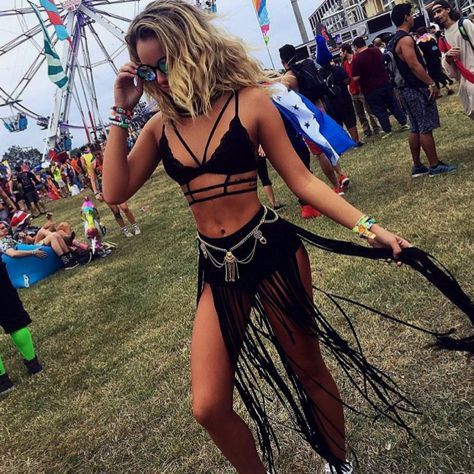 Festival Fashion Outfit Guide | Rave Hackers - Festival Blog