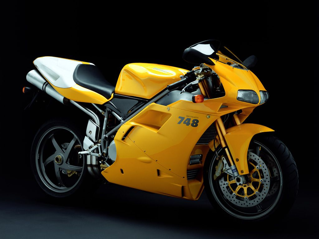 Ducati 748 monoposto.  I so want to ride my husband's motorcycle!!