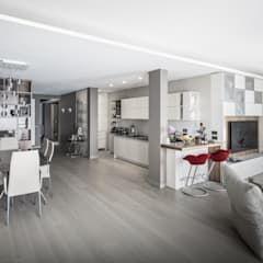 Photo of Living, con vista cucina e pranzo soggiorno moderno di studiodonizelli moderno legno effetto legno | homify