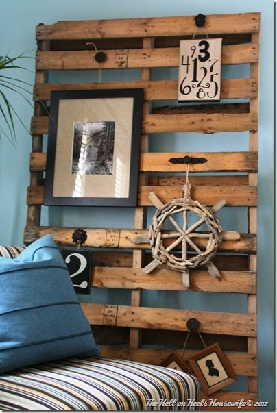 I know pallets are bad news, but I love them. Love this idea of using knobs for hanging.
