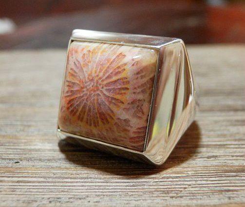 サンゴの化石のリングです。 SIZE #10  ハンドメイド、手作り、手仕事品の通販・販売・購入ならCreema。