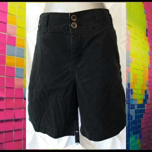 Black Lee shorts w/pockets BLACK LEE SHORTS HAS FRONT AND BACK POCKETS  GOOD CONDITION NO FLAWS  SITS JUST BELOW THE WAIST  HAS A SLIGHT FADED VINTAGE LOOK  MEASUREMENTS  WAIST 36 IN. RISE 12 IN. LENGTH 7 3/4IN.  98% COTTON 2% SPANDEX  ❤pictures are part of the description  ❤️No trades or off site transactions/communications ❤️Open to reasonable offers ❤️same day shipping Mon-Sat if purchased before 2:30pm central time  ❤️4.9 rating  ❤️Please ask questions all questions BEFORE buying. Lee…