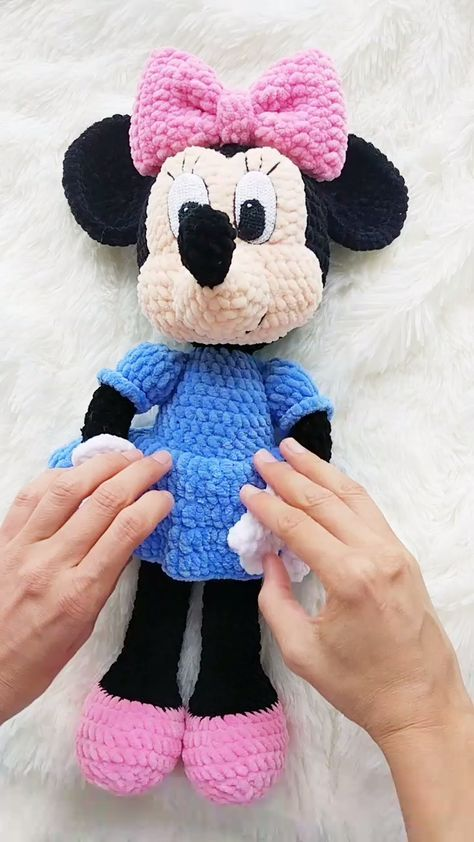 Free Pattern Friday: Minnie Mouse Amigurumi | Crochet mickey mouse ... | 842x474