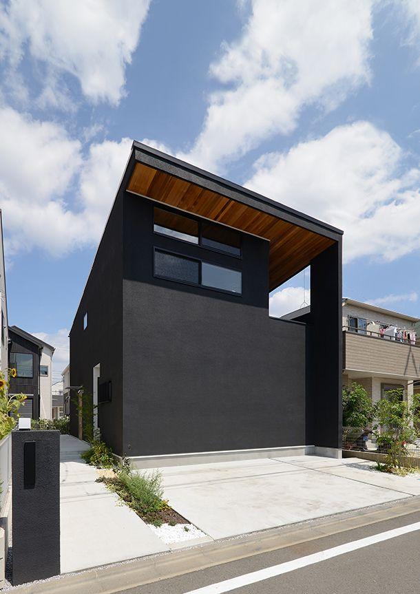 閉鎖感を緩和しつつもプライバシーを確保した黒壁の家 間取り 東京都