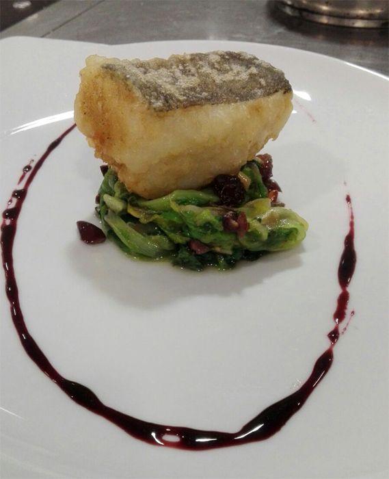 Photo of Baccalà in tempura… scarola ripassata alla napoletana e riduzione di vino rosso