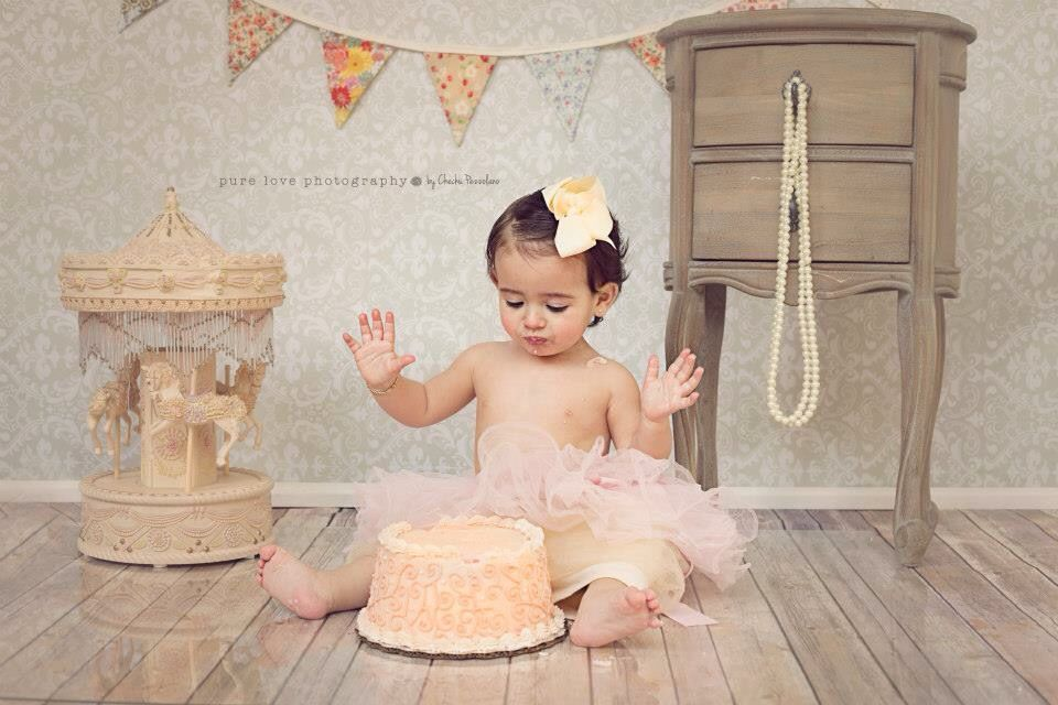 Cute vintage cake smash session first birthday cake photography baby photography Cute vintage cake smash session first birthday cake photography baby photography fotograf...