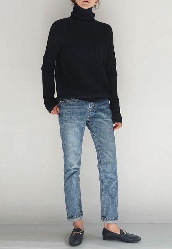 Jeans, Rollkragenpullover, schwarze Stiefeletten #booties