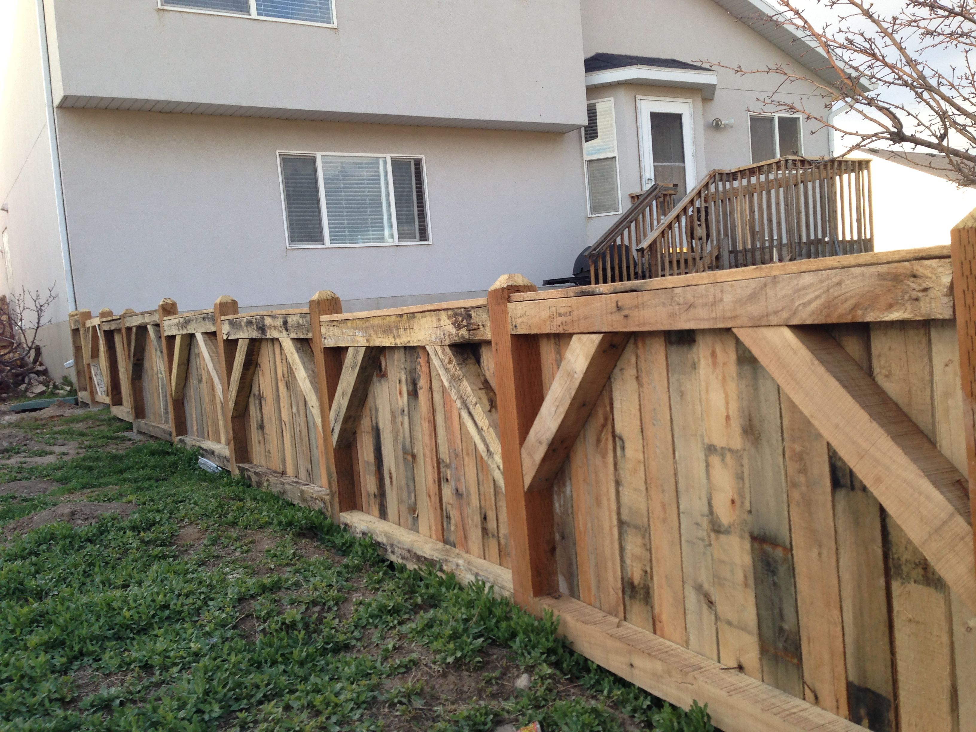 Pallet fence | Pallet ideas | Pinterest