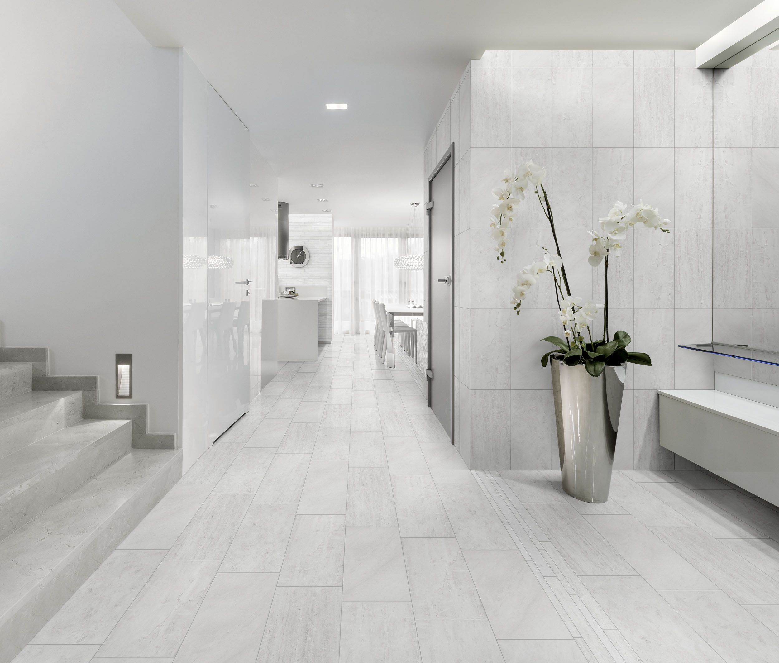 porcelain tile with mixed look of wood